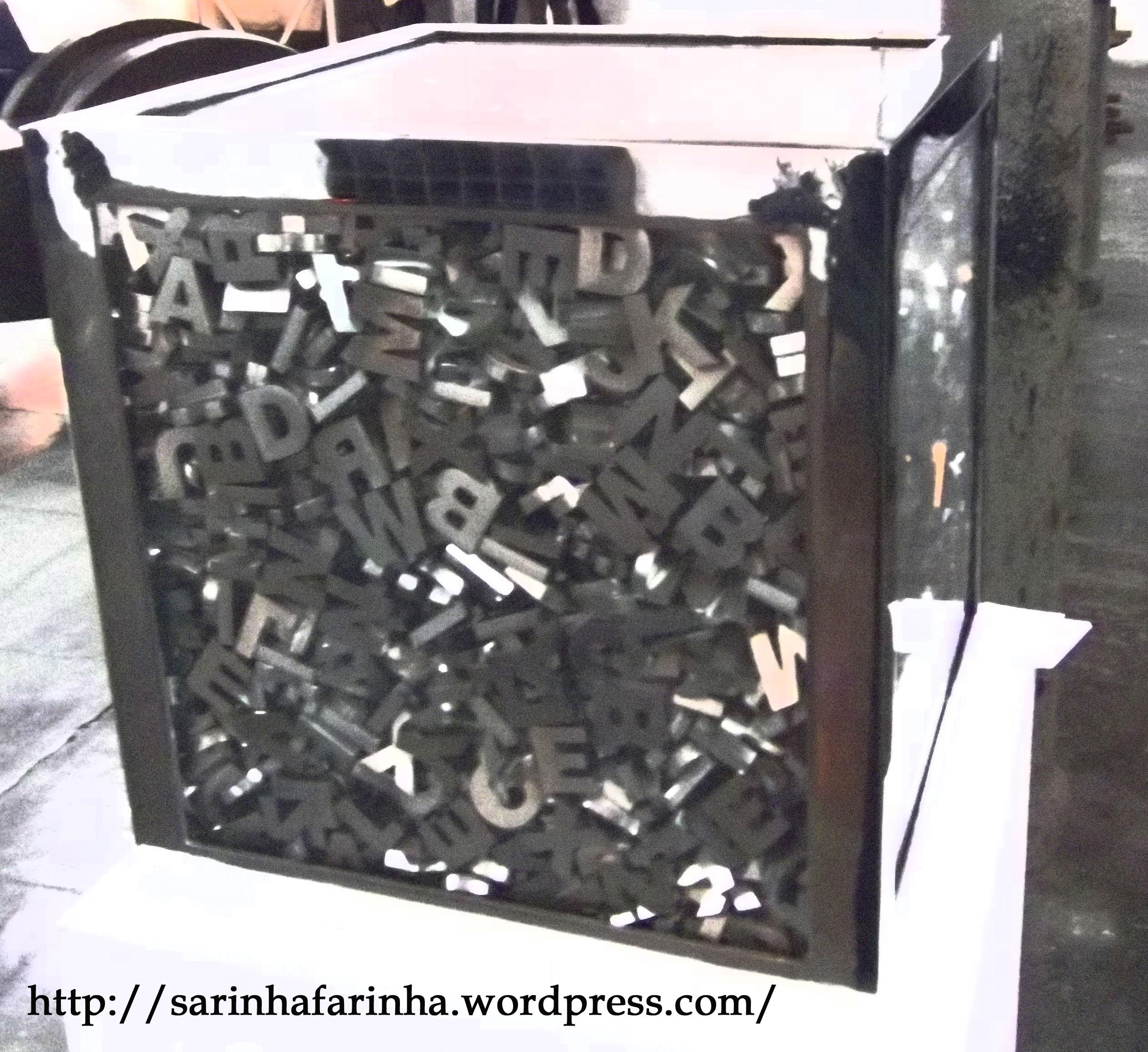 http://blog.sarafarinha.com/2011/12/15/recursos-do-escritor-regras-para-escrever-bons-dialogos/
